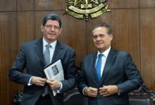 Levy discute ajuste e tabela do IR com Renan Calheiros