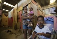 """""""O dinheiro que eu usava com aluguel dá agora para gastar com meus filhos"""", diz Queiciane (Marcelo Camargo/Agência Brasil)"""
