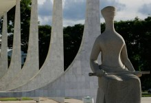 Brasil, Brasília, DF. 03/11/2011. Imagem de estátua na fachada do Supremo Tribunal Federal (STF), em Brasília (DF). - Crédito:WILSON PEDROSA/AGÊNCIA ESTADO/AE/Código imagem:105171
