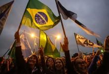 Mobilização pró-Aécio em SP reúne cerca de mil pessoas